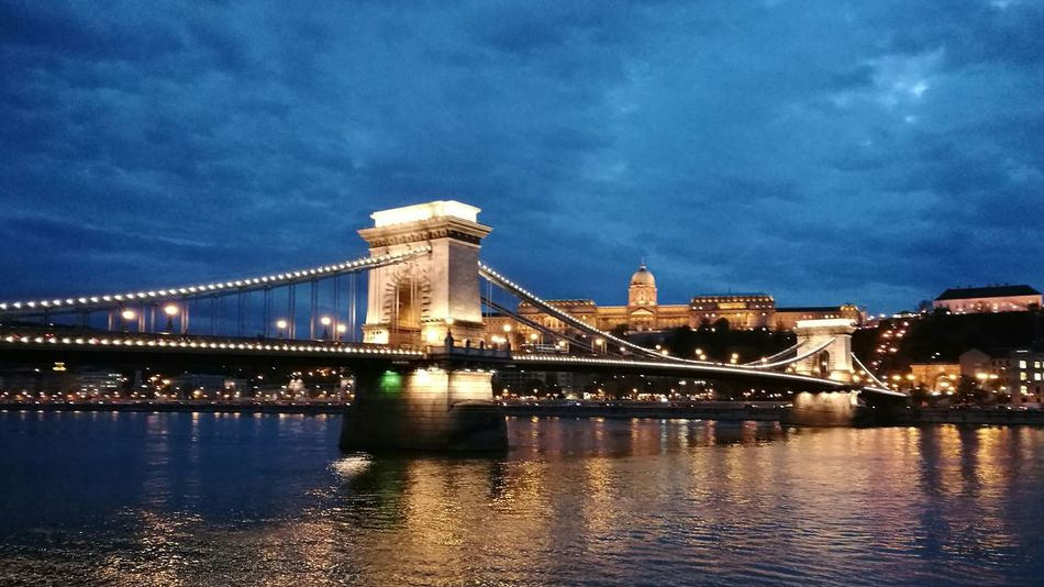 Bridge - Man Made Structure City Architecture Suspension Bridge NightHuawei Built Structure Building Exterior Chain Bridge Illuminated Budapest Budapest Castle Budapest - Hungary Hungary HuaweiP9 Cloud - Sky River City Dramatic Sky Battle Of The Cities Tourism Destination Tourist Destination Tourism Destinations Danube In Budapest Danube