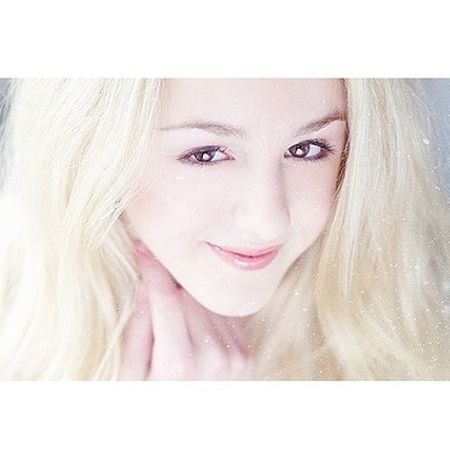 chloe is perfect oml. everyone please share this app on every social networking site. :) Dancemoms