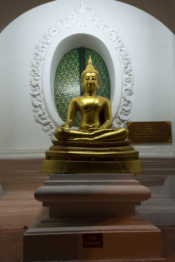 Art And Craft Day Gold Colored Human Representation Idol Indoors  Low Angle View Male Likeness No People Place Of Worship Religion Sculpture Spirituality Statue Thailand Nakhon Pathom Large Group Of People Travel Old Buddha Old Buddha Statue Site Down Buddha Gold Store Close-up Buddha