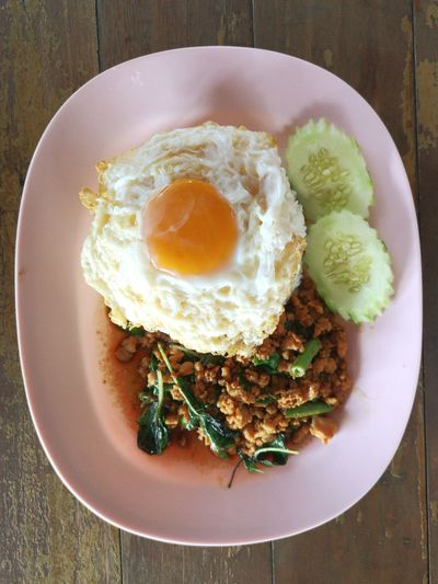 Rice topped with stir-fried pork, basil and Fried Egg (sunny side up). This's menu is a typical Thai food. Typical Thai Food Rice Topped With Stir-fried Pork And Basil Egg Yolk Plate Fried Egg Breakfast Golf Club Egg Fried Close-up Food And Drink Egg White Sunny Side Up