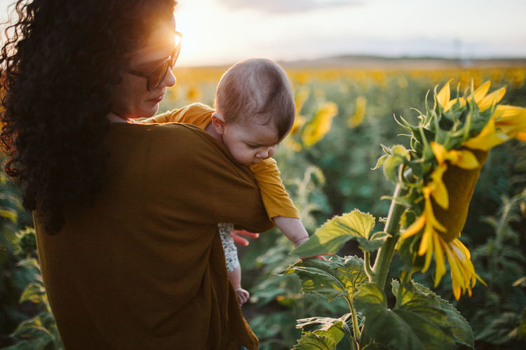 Love Mother Mother & Daughter Mother And Son Nature Positive Sunflower Sunset_collection Bonding Child Childhood Discovery Family Family With One Child Leisure Activity Love Nature Parent Plant Positive Emotion Sunset Together Togetherness Touching Moments Of Happiness Moms & Dads