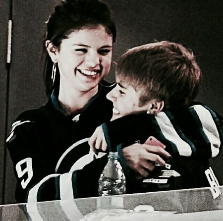 """love the way u look at me"" Jelena Girlfriend Boyfriend Goals F2f Couple Relationship Welovejustin BieberFever JustinDrewBieber Jerry Heterosexual Couple Two People Love Togetherness Couple - Relationship Adult Men Women People Day"