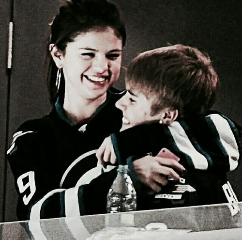 """""""love the way u look at me"""" Jelena Girlfriend Boyfriend Goals F2f Couple Relationship Welovejustin BieberFever JustinDrewBieber Jerry Heterosexual Couple Two People Love Togetherness Couple - Relationship Adult Men Women People Day"""