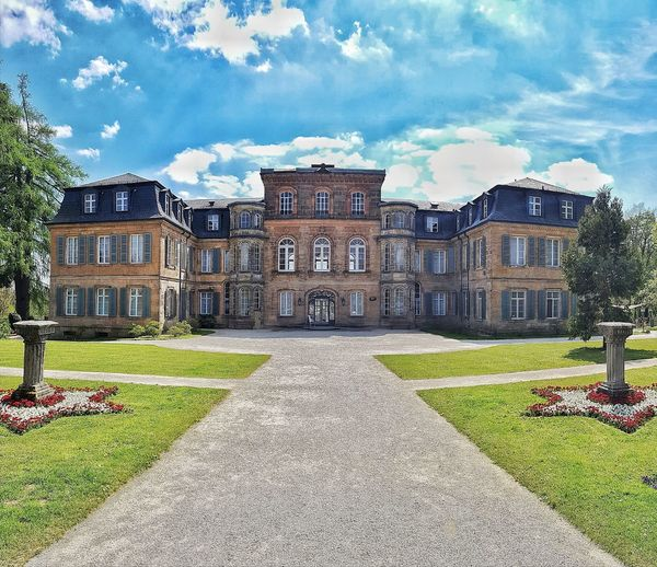 Cloud - Sky Architecture Building Exterior King - Royal Person Outdoors No People Day Flower Schloss Fantasie Eckersdorf Architecture My New Home  Bayreuth Und Umgebung Bayreuth Urbanphotography Garden Architecture DreamScapes