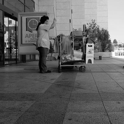 Cleaning the mall... Italy B &w Blackandwhite Work hideshot fujixt1 fujinon 18mm 1855mm nofilter noedit igers instaitaly photooftheday 1855