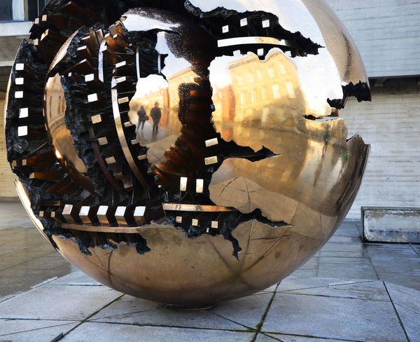 Arnaldo Pomodoro Art ArtWork Copper  Copper Art Creativity Curve Dublin Dublin, Ireland Gold Golden History Man Made Object Mirror Mirrorselfie Monument No People Round Sphere Within A Sphere Trinity College University Of Dublin