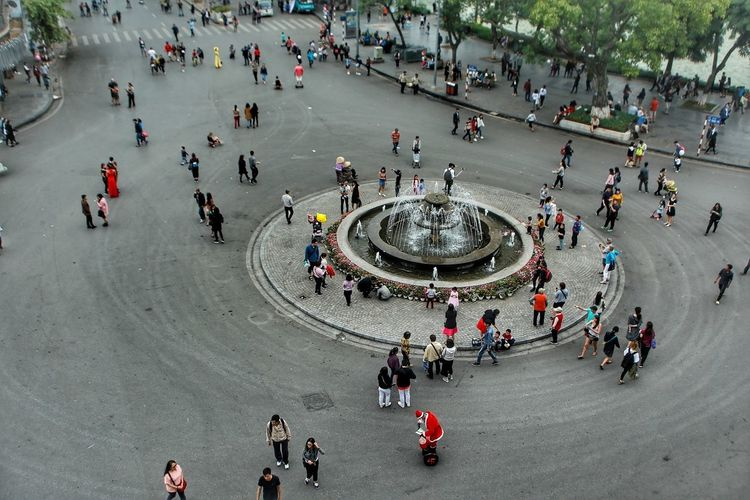 Ha Noi 20mm Large Group Of People High Angle View Mixed Age Range Women Real People Crowd Canon 20mm 20-35mm Hanoi Vietnam  Hanoi Vietnam  Hanoi Vietnam Skyscraper Cityscape Hanoi Vietnam  Noel2016 Noël Noël Outdoors People Day Adult