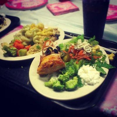 It's baby Maylas birthday. Here's my #hotmess #buffet plate. #dietfail Buffet Hotmess  Dietfail