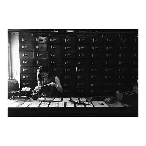 ベトリナ、薬剤師になるの巻💊 ベトリナ 伝統医学博物館 オススメ 薬剤師ごっこ お薬1週間分出しておきますねぇ ホーチミン ベトナム When I was in 4th grade, my dream job was to be a pharmacist. My dream came true😂 Finallyhappy Hochiminh Vietnam FitoMuseum