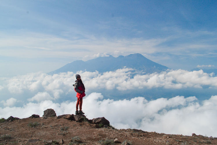 Mountain Sky One Person Cloud - Sky Standing Leisure Activity Scenics - Nature Lifestyles Beauty In Nature Full Length Real People Non-urban Scene Holiday Nature Tranquility Vacations Tranquil Scene Trip Day Mountain Range Outdoors