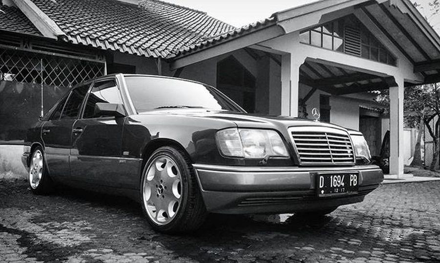 Mercedesbenz W124owner W124 W124bandung W124gram W124fanatic Benz Mercedes Sportline Instacars Own_acc Car Carporn Mbcar Iphonesia Instasunda Insta_kaskus Ic_wheels Instago Photo_storia Fotonesia Ig_indonesia Mercedesbenzw124 Instagood Monochrome bw bnw blackandwhite