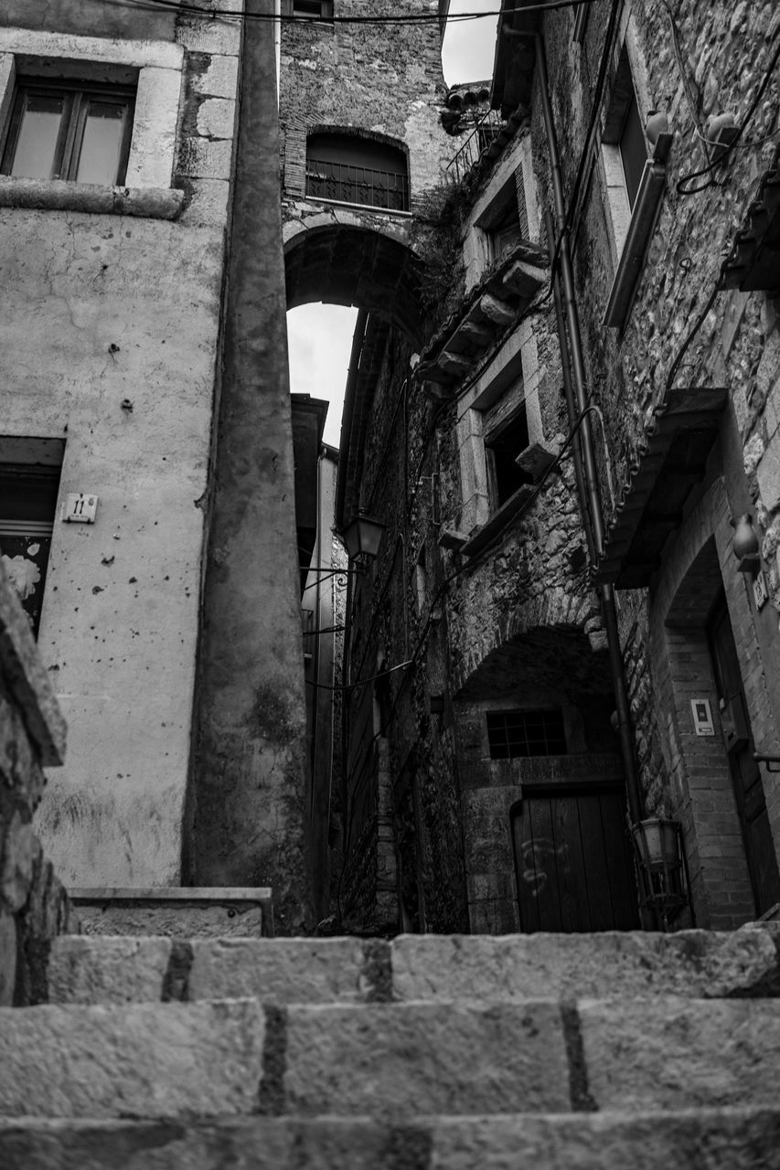 built structure, architecture, building exterior, building, window, residential district, low angle view, old, no people, day, outdoors, house, weathered, wall, abandoned, city, wall - building feature, nature, run-down, history, alley, apartment