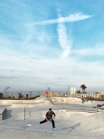 X Sky Built Structure Cloud - Sky Architecture Building Exterior One Person Outdoors Real People City Day Men Nature People Skateboarding Skate Skatepark Skating מייאייפון7 מייסקייט Adapted To The City The City Light Live For The Story The Street Photographer - 2017 EyeEm Awards