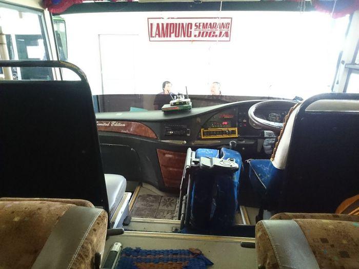 comfortable driving facilities in Lampung INDONESIA Bus Comfort Comfortable Driving Comfort Green Bus Interior Bus Puspa Jaya Transportation