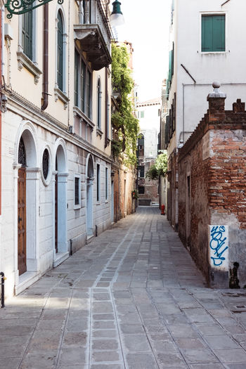 Alley Arch Architecture Building Building Exterior Built Structure City Day Diminishing Perspective Direction Footpath Long No People Outdoors Residential District Road Sign Street The Way Forward Transportation Venice Window