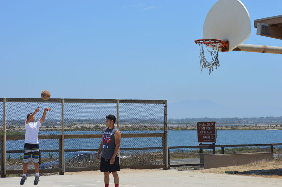 Basketball - Sport Basketball Hoop Beach Beach Volleyball Boys Clear Sky Court Day Leisure Activity Nature Net - Sports Equipment Outdoors People Playing Real People Sea Sky Sport Sports Clothing