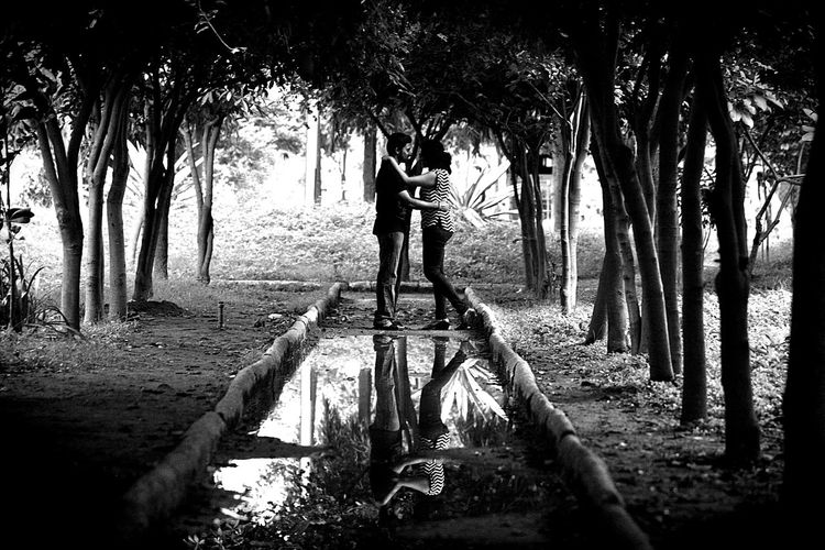 Postwedding Candidshot Foreverhappy Cutecouple Love Is In The Air Every Picture Tells A Story Thelookoflove Happiness Storyteller Reflections Blackandwhite Photography Forever