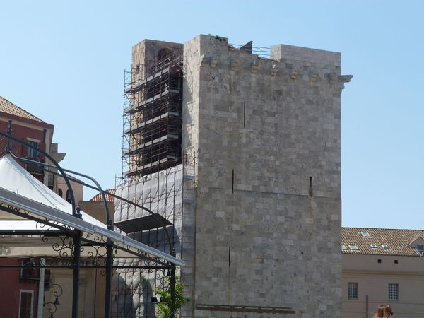 https://en.m.wikipedia.org/wiki/Torre_dell%27Elefante (Work in progress) Ancient Ancient Tower Cagliari, Sardinia Sardinia Sardegna Italy  Sardinia Sardegna Torre Dell'Elefante City History Sky Architecture Tower Tall - High Ancient Civilization Civilization
