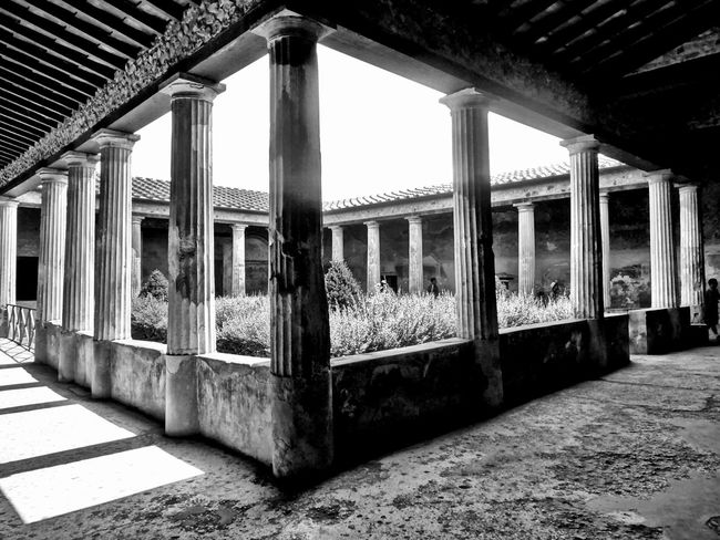 Italy Pompei Scavi Pompeii  Pompeii Details Pompéi B&w B&w Photography Architecture Built Structure Architectural Column No People Outdoors Old Deterioration Ruined