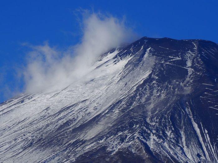 富士山頂にズームインッ!👉 まだ雪は少なめですね😅 Mt.Fuji Zoom In Mountain Peak Nature Photography The Purist (no Edit, No Filter) EyeEm Best Shots - Nature EyeEm Best Shots Taking Photos Snapshot Walking Around お写ん歩 Beauty In Nature Nature Winter Mountain