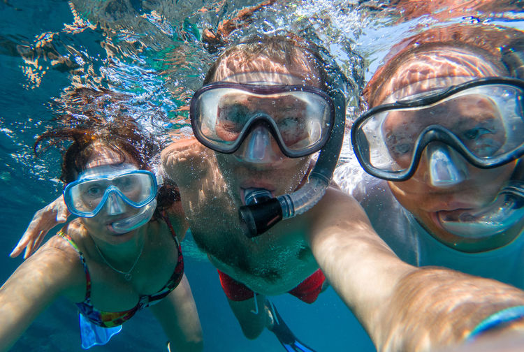 Snorkeling cheerful friends posing underwater in sea water Underwater Water Sea Swimming UnderSea Sport Aquatic Sport Leisure Activity Adventure Portrait Snorkeling Trip Eyewear Friends Friendship Friends ❤ Snorkeling Snorkel Snorkeling Photo Diving Thailand Underwater Selfie Exploring Summer Vacation Summer Fun
