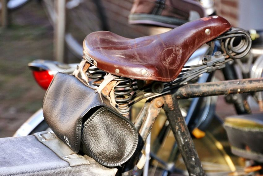 Saddlebag Saddle Saddles Bikesaddle Bike Bikes Bicycle Bicycles Fahrradsattel Bicycle Seat Bicycle Saddle Leather Saddle Leather Seat Retro Styled Retro Retro Styled Oldschool Bike Oldschool Retro Bike Oldtimer Travel Photography Leather Day Arts Culture And Entertainment Outdoors Focus On Foreground No People Close-up Mobility In Mega Cities The Street Photographer - 2018 EyeEm Awards