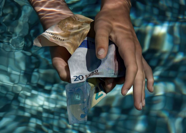 Euro Spending Spree Money Around The World Grabbing Brexit Dangerous Waves Finance Holiday Pool Cost