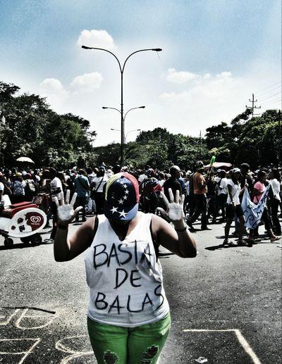 BASTA DE BALAS.
