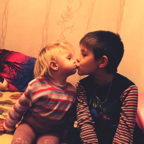 Portrait Of A Friend Children Kisses Babygirl Babyboy Happy Holidays! няшки Детки поцелуйчик любимые