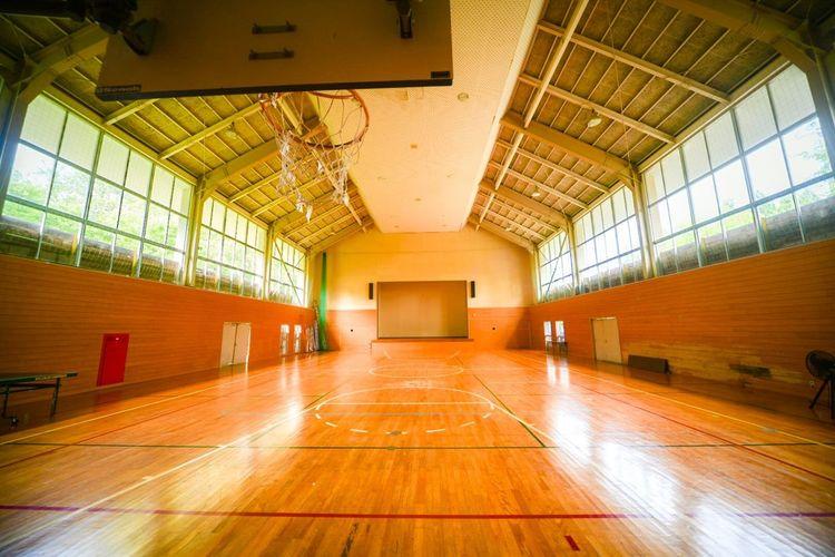 ちょっと懐かしい風景。 Flooring Architecture Indoors  Hardwood Floor Wood Basketball - Sport No People Education Absence Wood - Material Parquet Floor School Gymnasium Built Structure Sunlight School Lighting Equipment