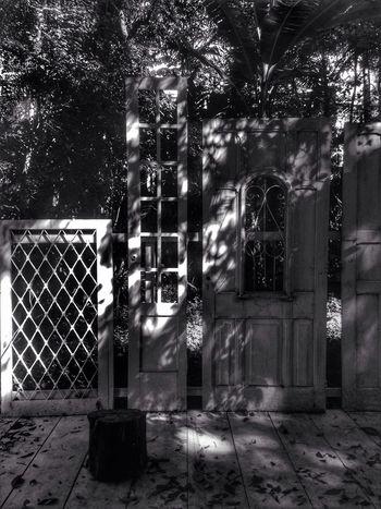 Bnw_friday_eyeemchallenge Bnw_doors