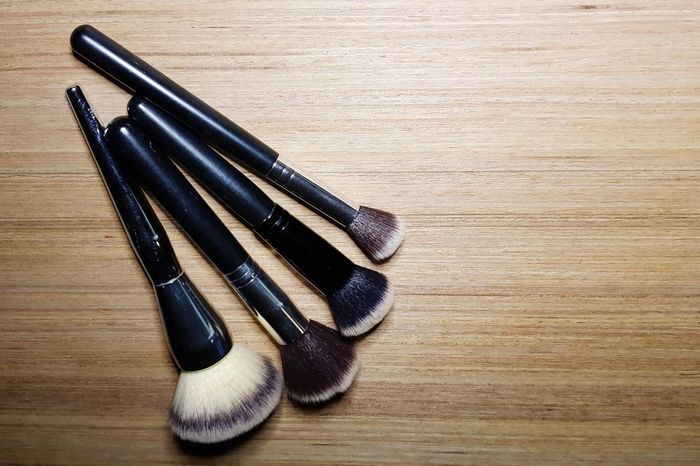 black make-up brushes on wooden background Cosmetics Background Cosmetic Products Flat Lay Cosmetic Cosmetics Make-up Makeupartist Makeupbrushes Brush Wood - Material Table High Angle View Still Life Close-up Things That Go Together Pair Wooden Wood Grain