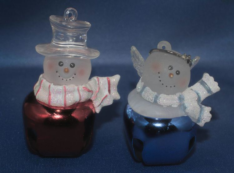 It is my pleasure to introduce Mr. & Mrs. Snowbell.😀 hehe Holiday Decorations Christmas Decorations Snowman⛄ Redandblue