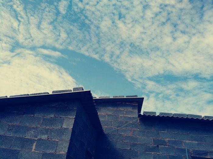 一隅 Cloud - Sky Sky No People Built Structure Day Low Angle View Outdoors Architecture
