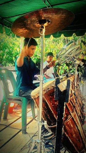 Hi! Check This Out Taking Photos Pictureoftheday EyeEm Indonesia The Places I've Been Today Watching EyeEm Best Shots - People + Portrait Peopple Enjoying Music traditional music gondang wedding ceremonial