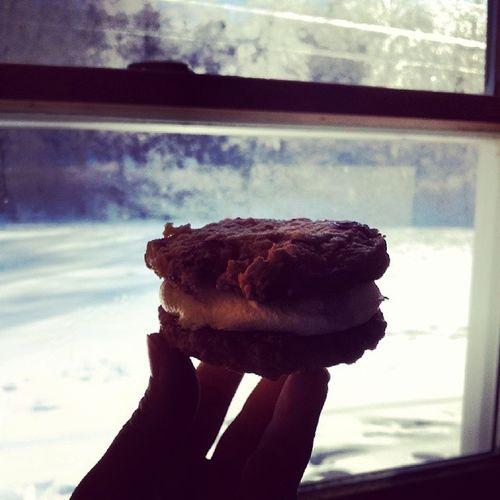 Christmas breakfast! Oatmeal raisin cool whip sammich MerryChristmas Vtcookielove Vermonteats Breakfast goodmorning