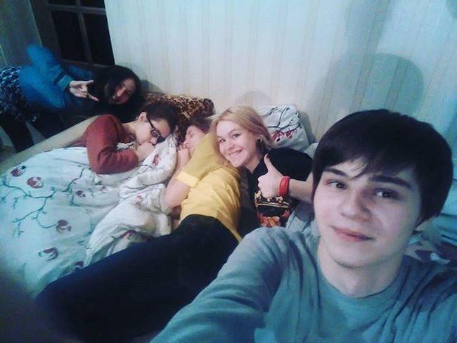 Друзья сфоткали пока я спала, люблю их 😂 вписались отдых здоровыйсон 😌