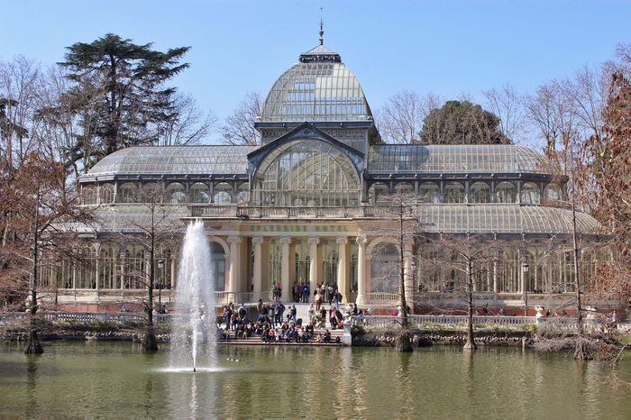 Palacio de Cristal en el Retiro, Madrid Jorge L. SPAIN Canon EOS 600D DSLR Greenery Españoles Y Sus Fotos Objetivo Angular Taking Photos Enjoying The View Autumn Architecture Water And Sky Famous Place Historical Monuments Street Photography Urban Geometry The Street Photographer - 2016 EyeEm Awards The Architect - 2016 EyeEm Awards The Outdoors - 2016 Eyeem Awards The 2016 EyeEm Awards The Great Outdoors - 2016 EyeEm Awards