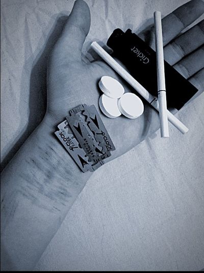 Pain😭 Death💀 Blade🔪 Cigarettes🚬 Tablets💊 Wounds💔 Blood🃏