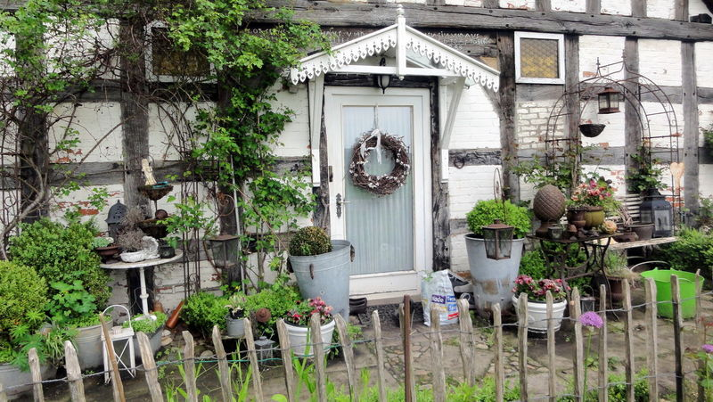 Country Life Country Living Decoration Doors Doorsworldwide Entrances Entranceway Front Or Back Yard Garden Garden Photography Gardening Growing Historic Idyllic Scenery Potted Plant