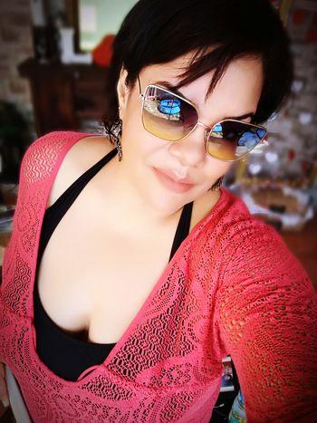 tomando un poco de sol EyeEm Selects Portrait Beautiful Woman Looking At Camera Red Fashion Model Eyeglasses  Fashion Sunglasses Close-up