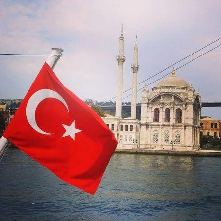 """"""" Ey iman edenler! Cuma günü namaz için çağrı yapıldığı zaman, hemen Allah'ın zikrine koşun ve alışverişi bırakın. Eğer bilirseniz bu, sizin için daha hayırlıdır. """" Hayırlı Cumalar Rabbim Dualarınızı Kabul Etsin Turk Türkiye Türkei Al Bayrak"""