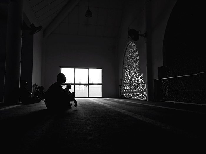Mosque Human Shadows & Lights Shades Of Grey Shadow-art Khutbah Friday Enjoying Life Muslim Indoors  Islamic Monochrome Silhouette IPhoneography Iphone6splus Streetphotography Street Street Photography Black & White