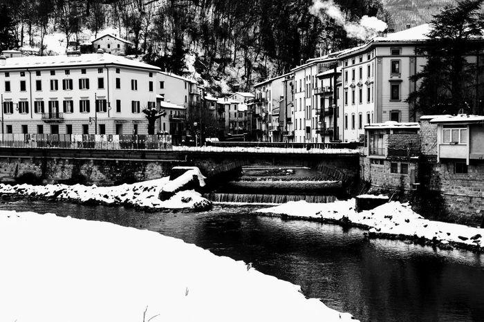 inverno alta valle del reno Nikon Nikonphotography NikonD5200 Nikkor 18-105mm Reflection Residential Building Street Sky