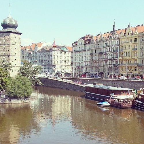 Dia de céu azul e calor em Prague! o/ Prague2013 Praguecity Pragueriver