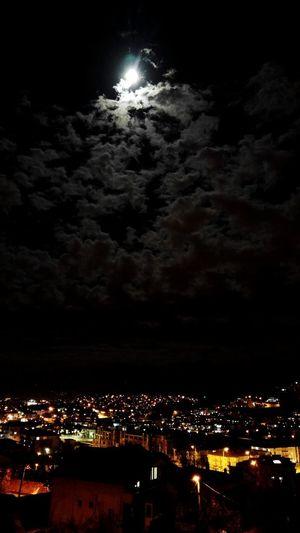 Gece Night City Cloudy Gökyüzünde Nightphotography Nightlife Nature_collection Nature Beauty Beauty In Nature Balkonsefasi Nature Manzaralı Geceyeselam Gokyuzu Gecegece Night City Ay 🌕moon