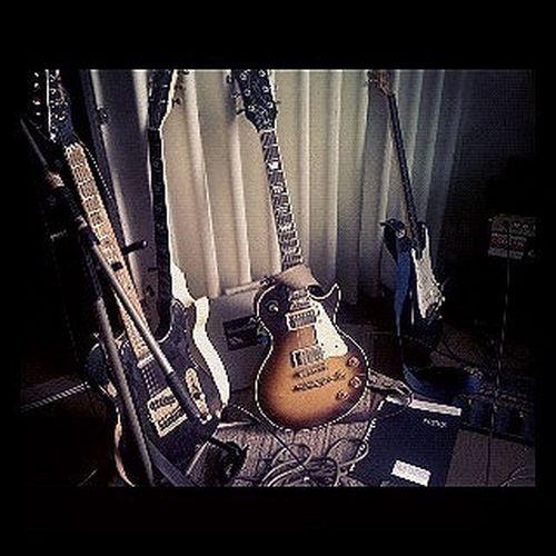 gibsons guitars. Gibson Les Paul