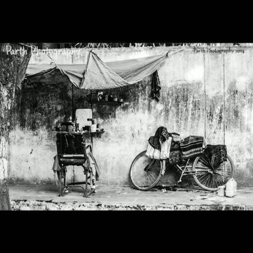 Parththakkarphotography Blackandwhitephotography Barbershop Instapic Photooftheday 1000thingstodoinsurat Surat_igers Surat_ig Suratcity Surat_photography Lifeinsurat Instagramsurat