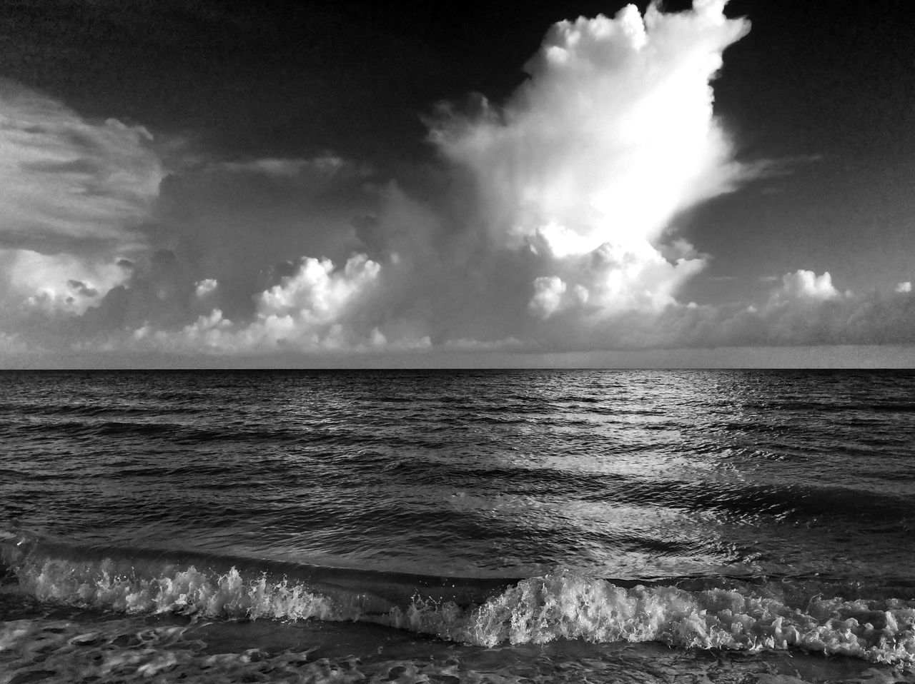 sea, horizon over water, water, scenics, sky, beauty in nature, tranquility, tranquil scene, nature, no people, idyllic, cloud - sky, beach, outdoors, wave, day