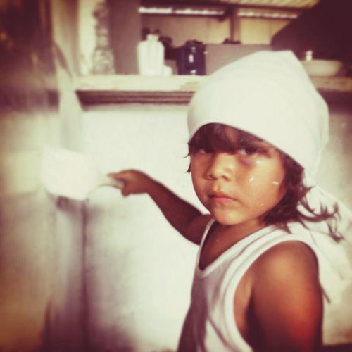 mi pequeño maestro en paint-wall... Taking Photos